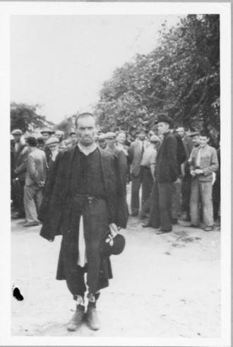 Judenregistrierung durch EK 11a, im Vordergrund der Rabbiner von Kischinjow Staatsarchiv München, Staatsanwaltschaften 35306/76.  14.(12)