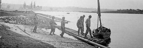 Die Kotzebue-Patrouille mit dem Boot zum Übersetzen.(1)